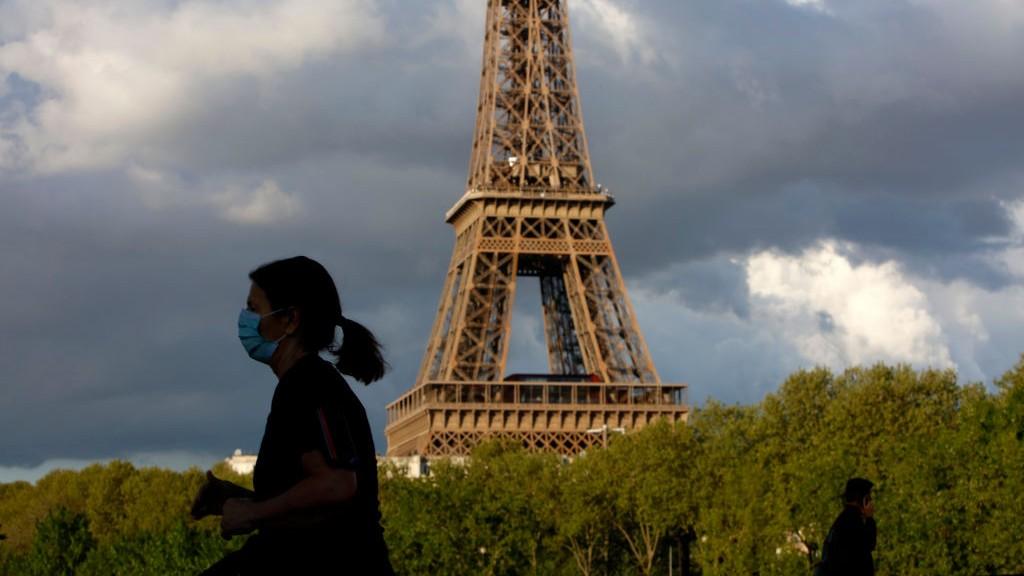 Az Eiffel-toronynál koronavírus idjén