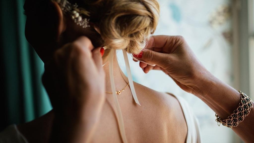 Nem tetszett e netezőknek a méregdrága menyasszonyi ruha