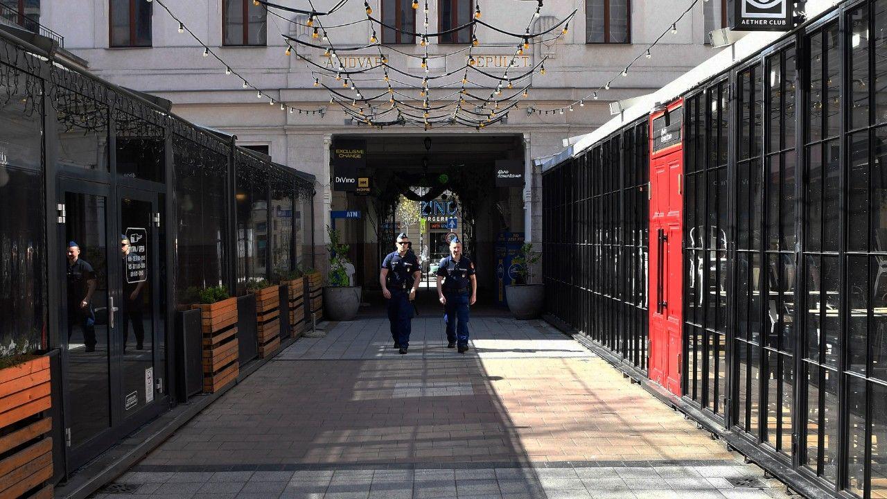 koronavírus korlátozás budapest rendőr