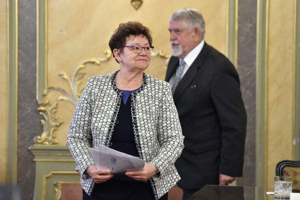 Müller Cecília országos tisztifőorvos és Kásler Miklós, az emberi erőforrások minisztere (Fotó: MTI/Máthé Zoltán)