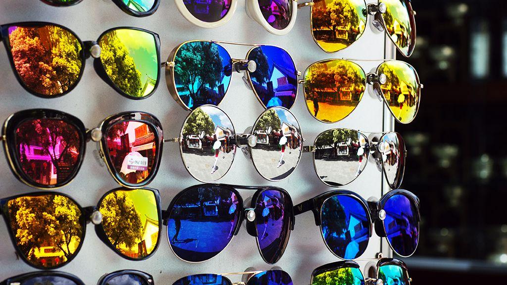 Nem érdemes elkapkodni a napszemüveg vásárlást, ha valóban jó minőségűt szeretnénk választani.