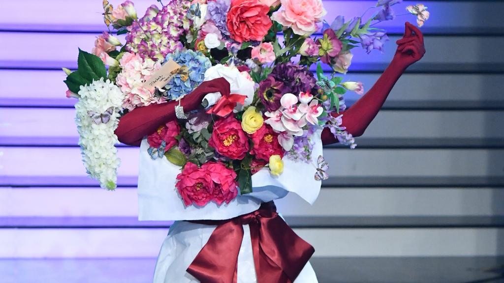 A Nicsak, ki vagyok Virág jelmezese