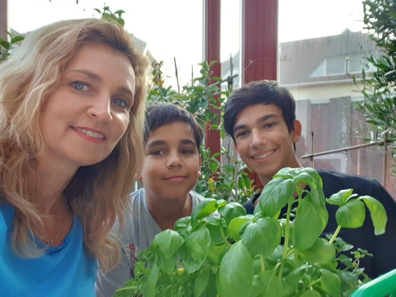 Novodomszky Éva a gyerekeivel veteményest csinált (Fotó: Novodomszky Éva)