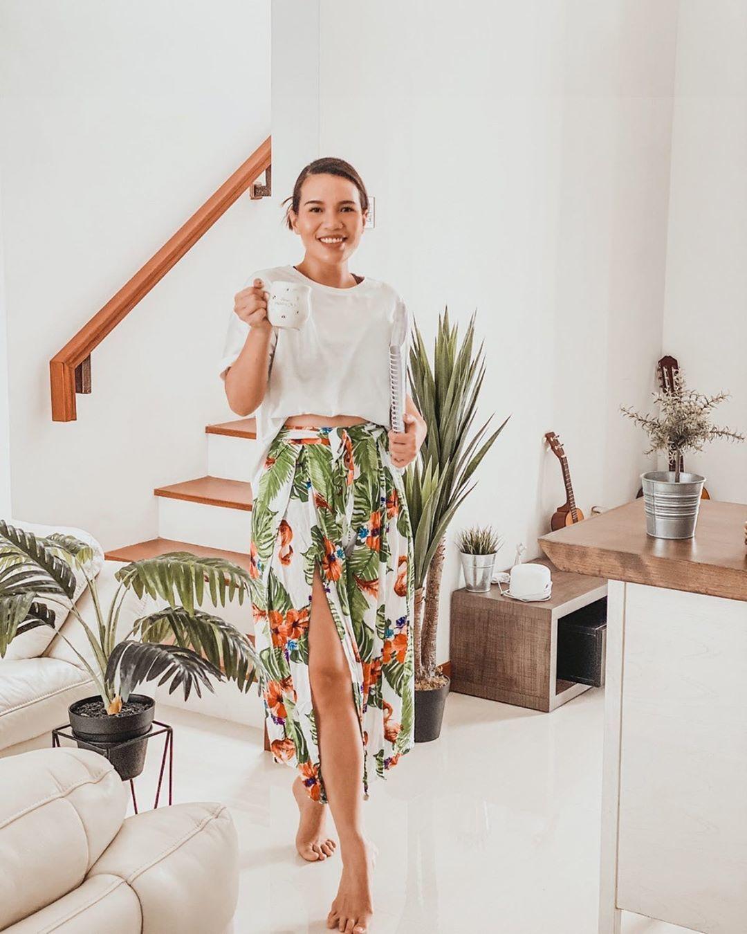 A hétköznapok nyári szoknyái is előkerülhetnek a szsekrényből, pláne, ha a lakás hőmérséklete már a tavaszi napsütéstől az egekig szökken.