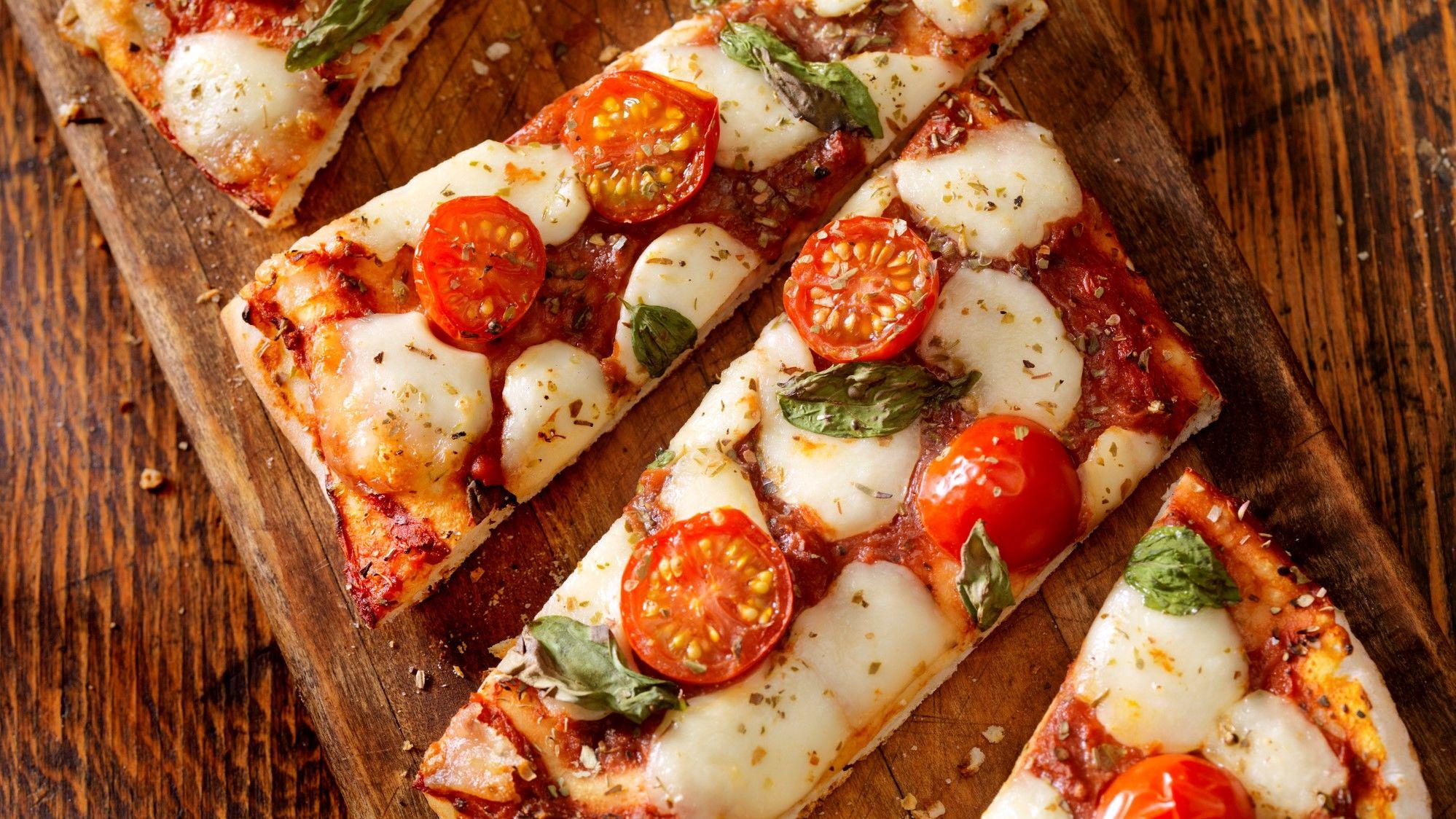 Pizza vágódeszkán