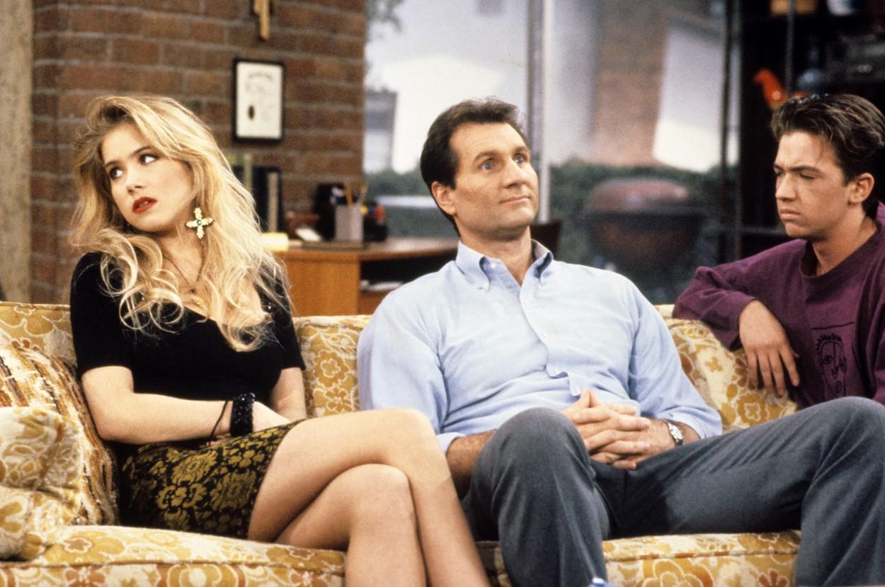 Christina Applegate, Ed O'Neill és David Faustino 1990-ben, az Egy rém rendes család forgatásán