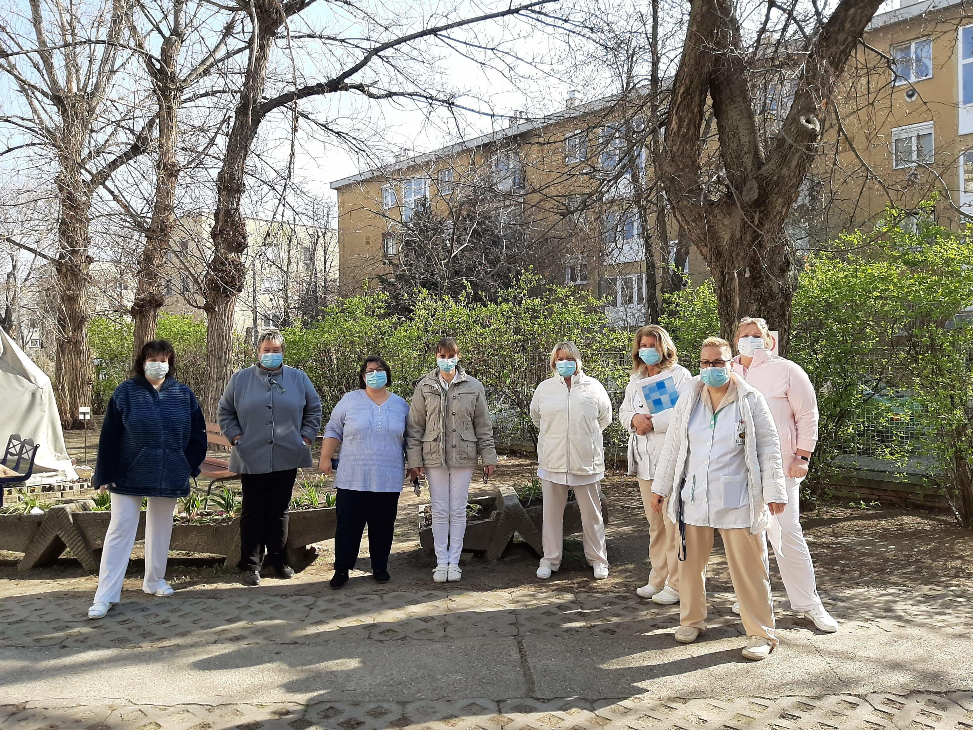A csepeli idősotthon dolgozói csak maszkban mehetnek be a lakókhoz (Fotó: magánarchívum)