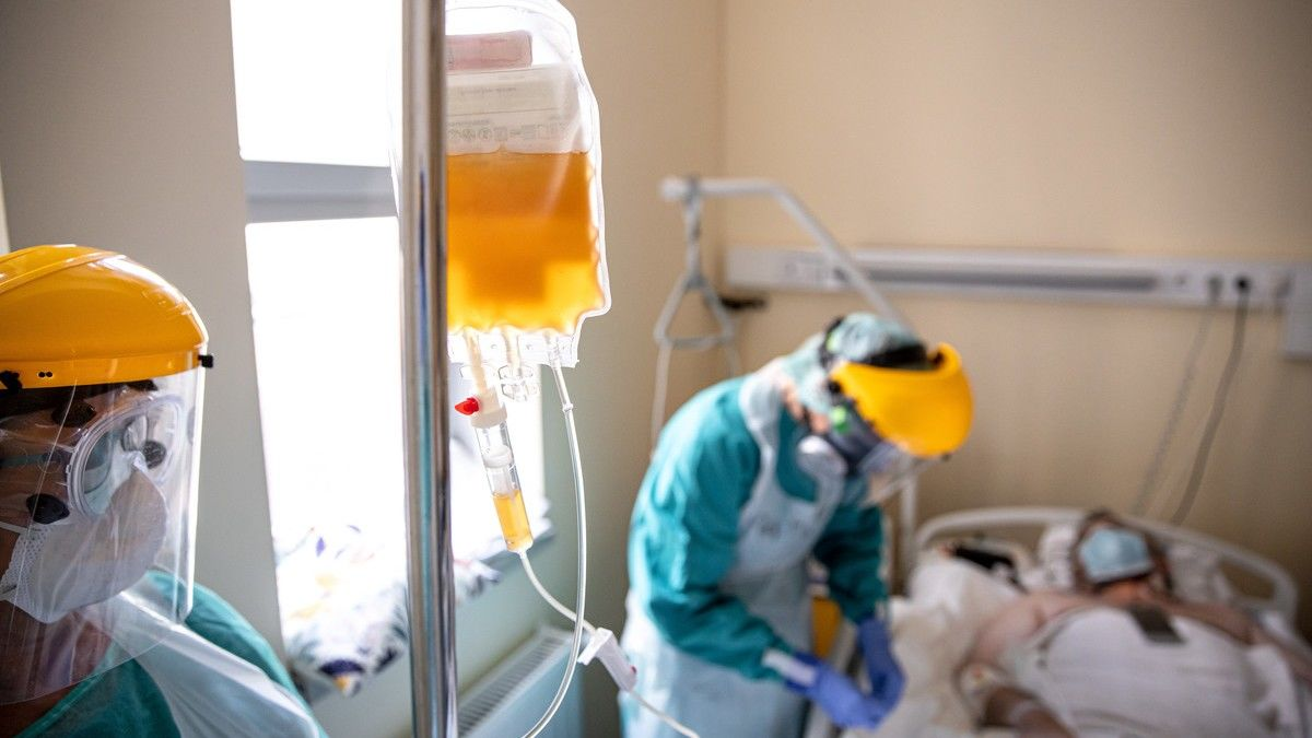 Két koronavírusos betegnek adták be a vérplazma-szérumot a Semmelweis Egyetemen
