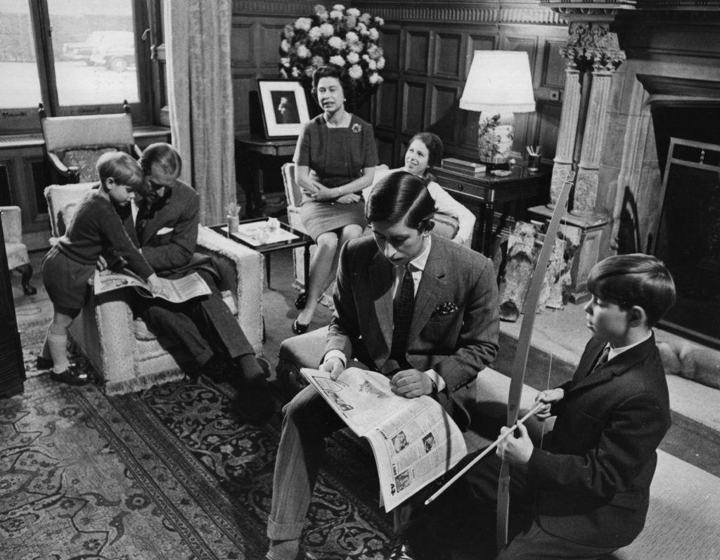 A Királyi Család a Sandringham házban: Eduárd wessexi gróf, Fülöp herceg, II. Erzsébet királynő, Anna hercegnő, Károly herceg és András yorki herceg (Fotó: Hulton Archive/Central Press/Getty Images)