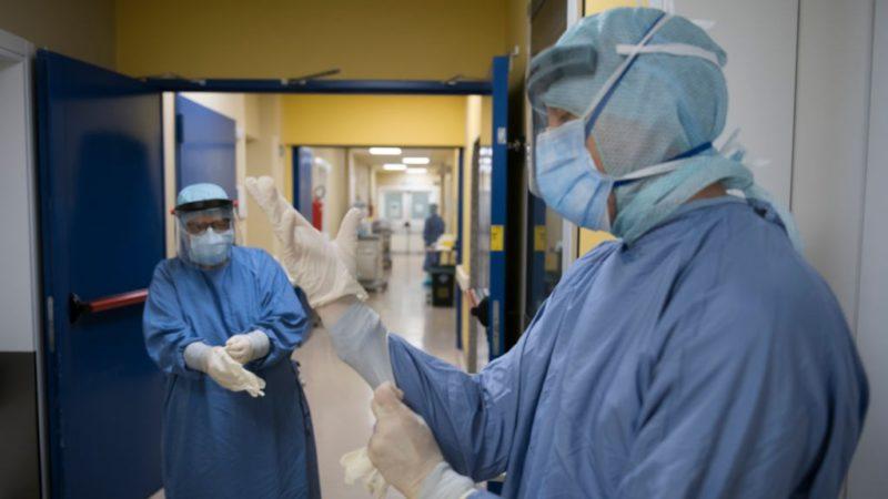 Egészségügyi személyzet egy olasz kórházban