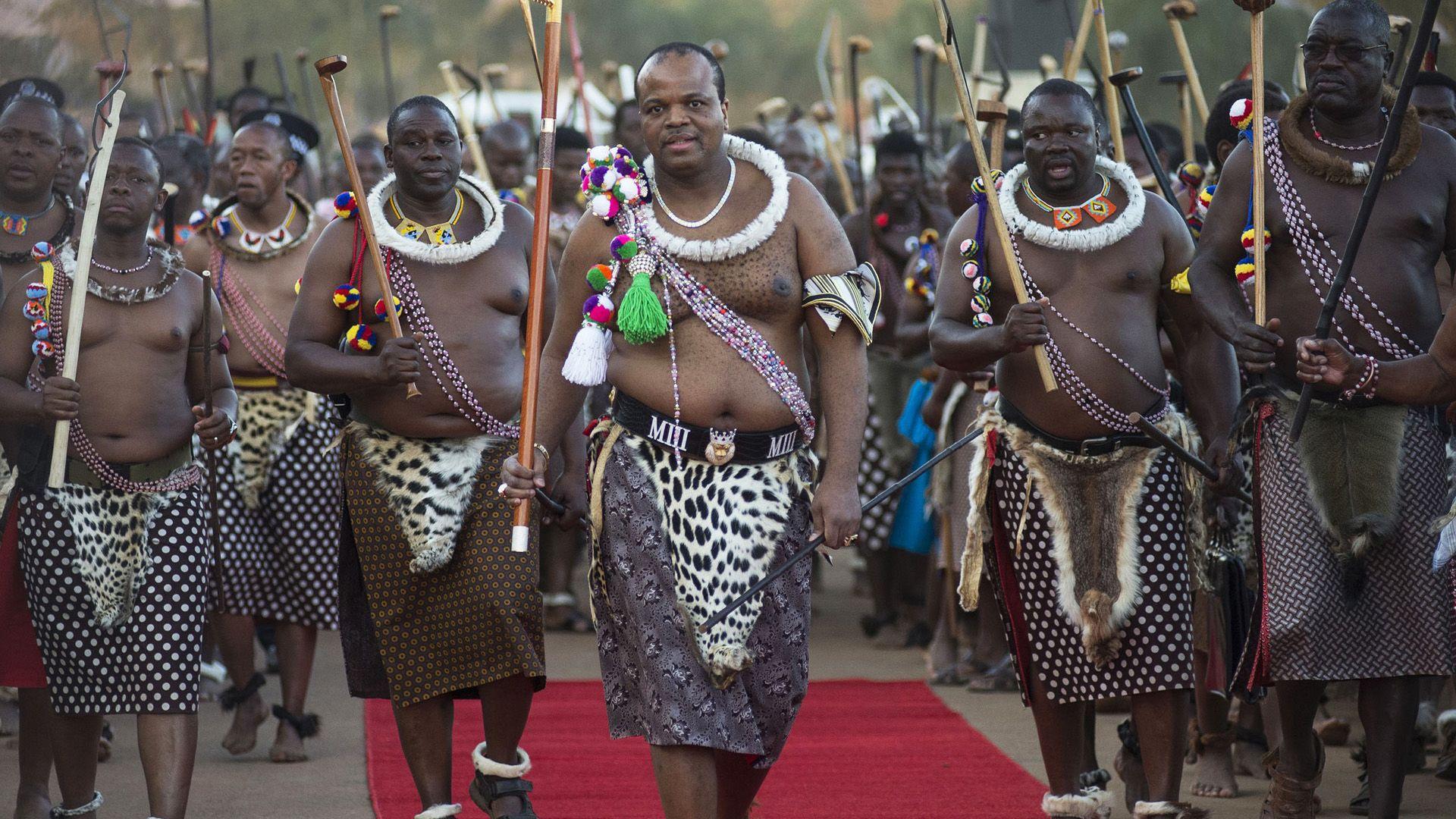 Ismerjétek meg III. Mswatit szváziföldi királyát, aki 18 évesen került a trónra, és 15 felesége van