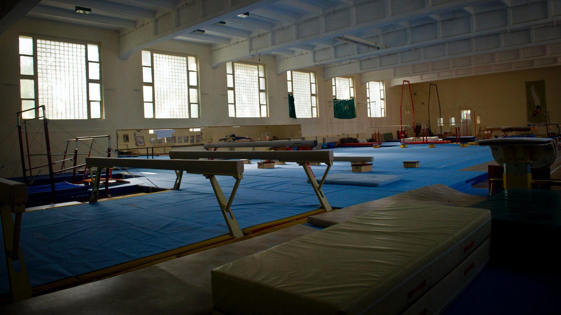 Tornacsarnok a tatai olimpiai edzõtáborban.