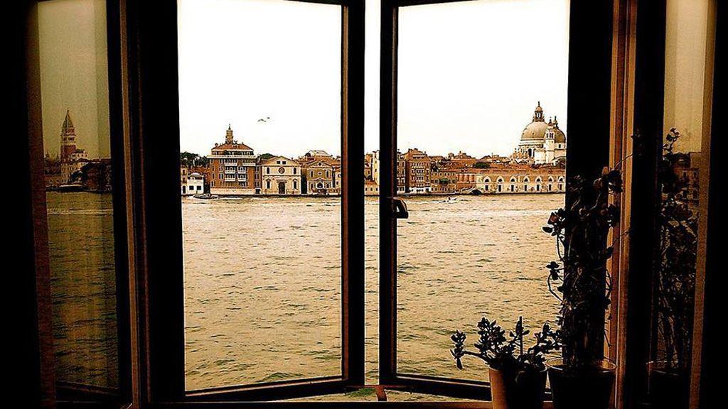 Velence, ablak, kilátás