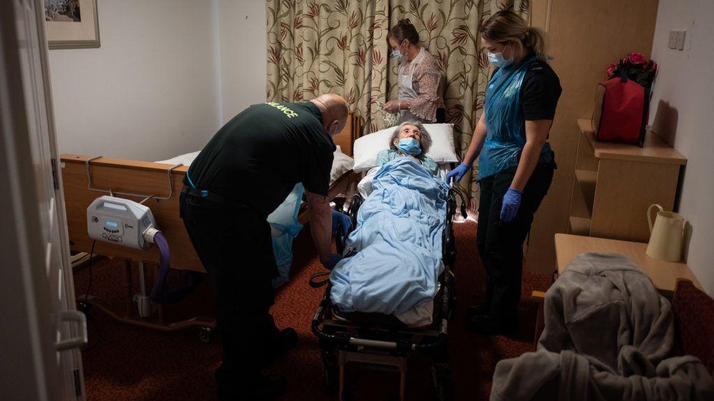 Gondol valaki a kórházból hazaküldött betegek hozzátartozóira?