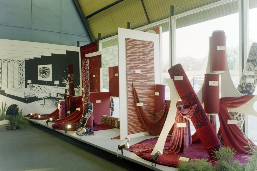 Pompás lakástextilek az 1973-as bútorkiállításon, a BNV-n.