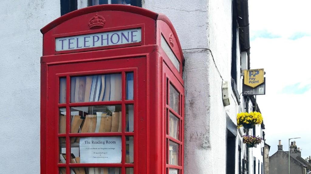 Könyvcserélő telefonfülke