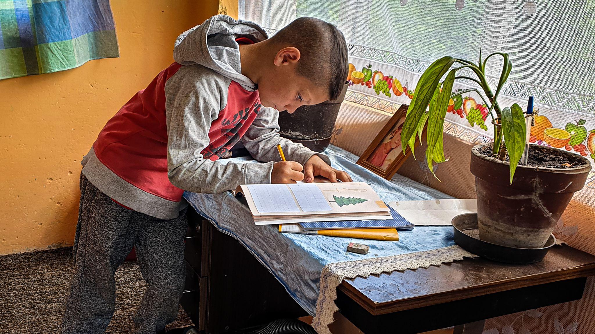 Otthontanulás Lyukóvölgyben, mélyszegénységben