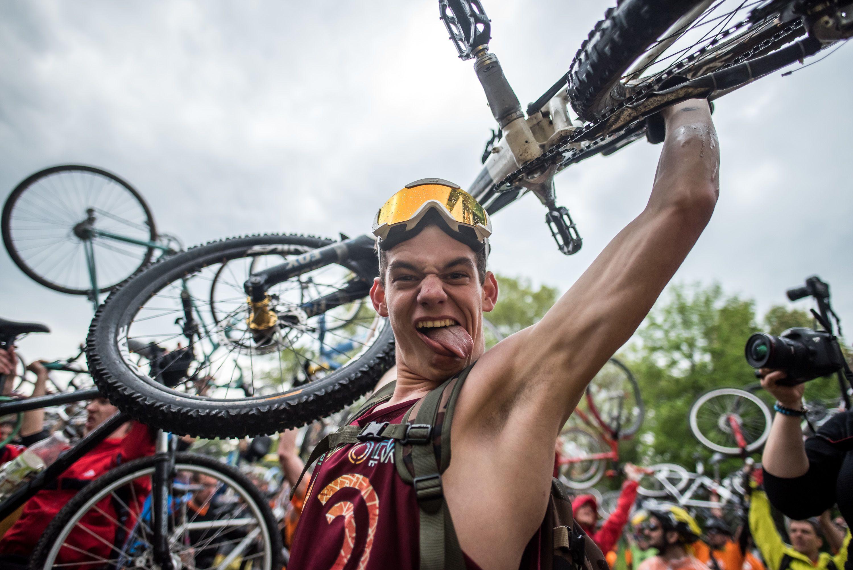 Bringaemelés az I Bike Budapesten