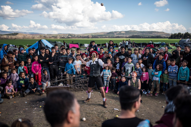 12 ezren is éltek az ötezresre tervezett menekülttáborban a görög-macedón határon.