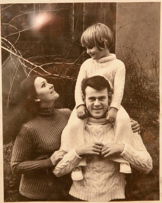 Pécsi Ildikó és családja