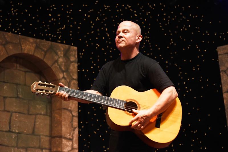 Berkes Gábor zenészként keresi a kenyerét