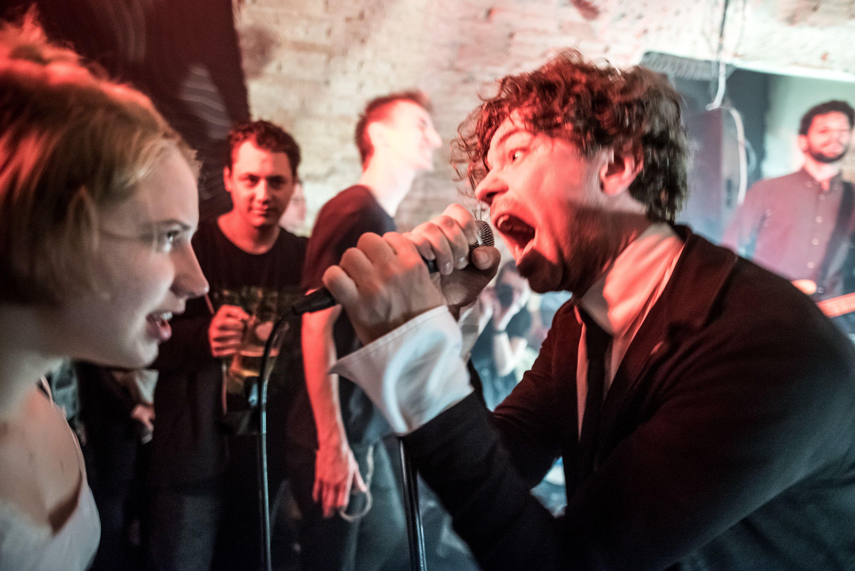 Posztpunk vagy new wave koncert a Gólyában vagy az Aurórában, homályosak az emlékeink, mindegy is (fotó: Neményi Márton)