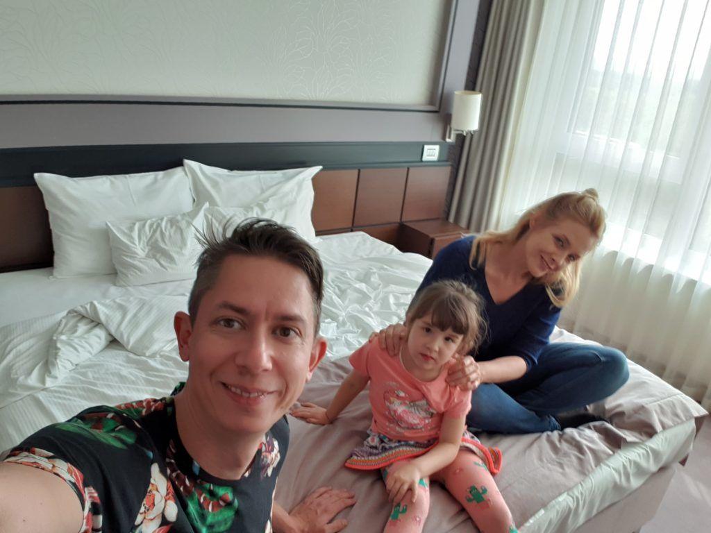 Együtt a család. Anna, Annabella és Miki