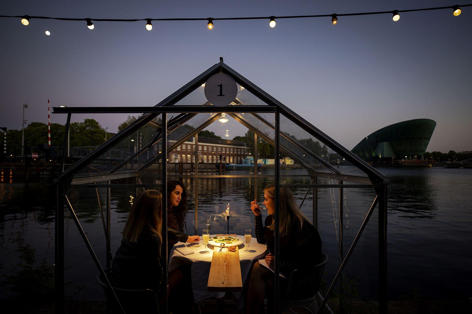 Amszterdamban üvegházzá alaíktottak egy éttermet