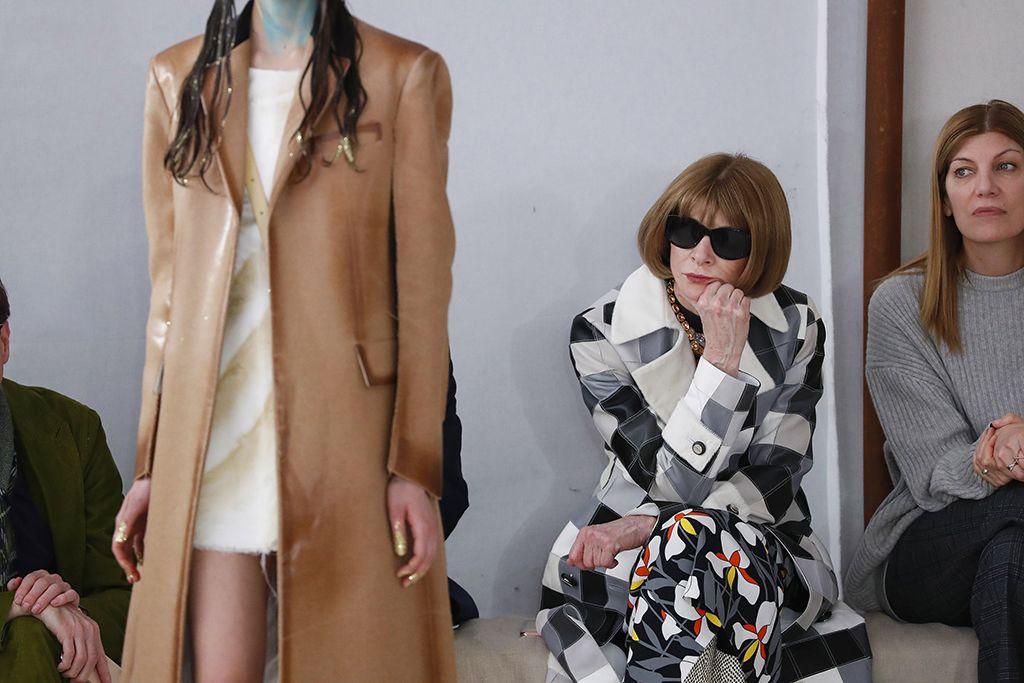 Anna Wintour a Marni divatbemutatóján 2020 februárjában. - Nehéz idők jönnek a divatmárkákra, nem a divatshow-k az egyetlenek, melyeket egy időre zárójelbe kell tenni. (Fotó: Estrop/Getty Images)