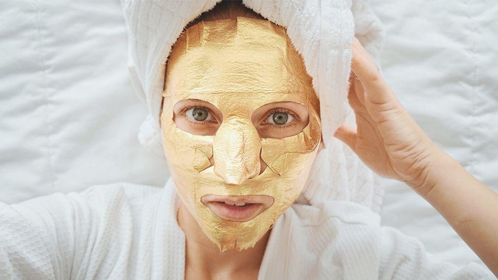 Népszerűek az arany maszkok, kérdés, ezektől valóban szebb lesz-e a bőrünk.