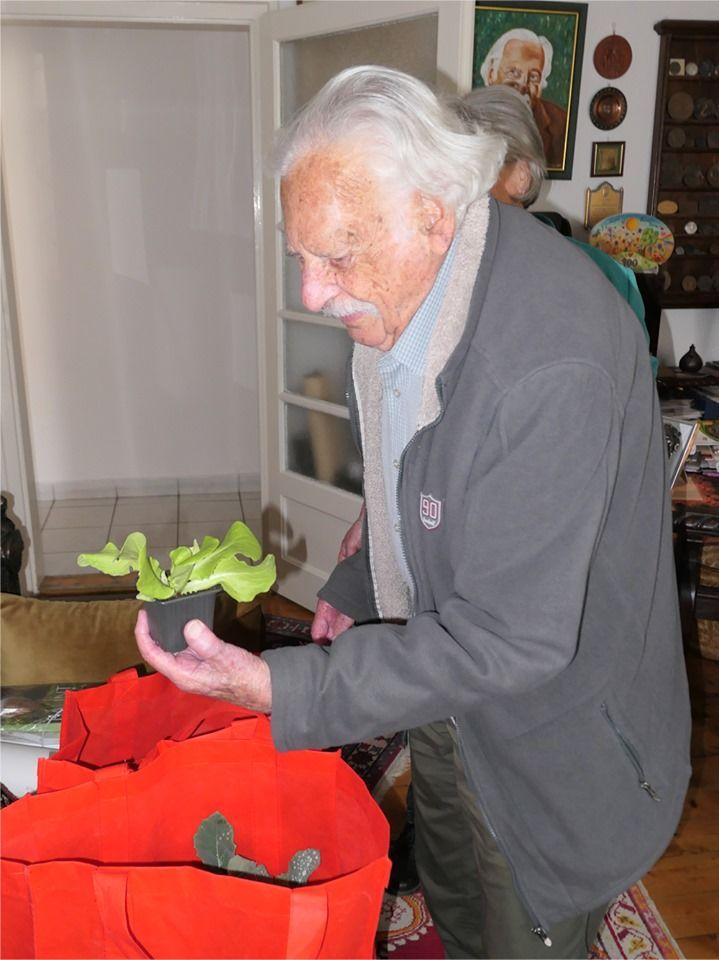 Balint gazda, azaz Bálint György karanténkertészkedik