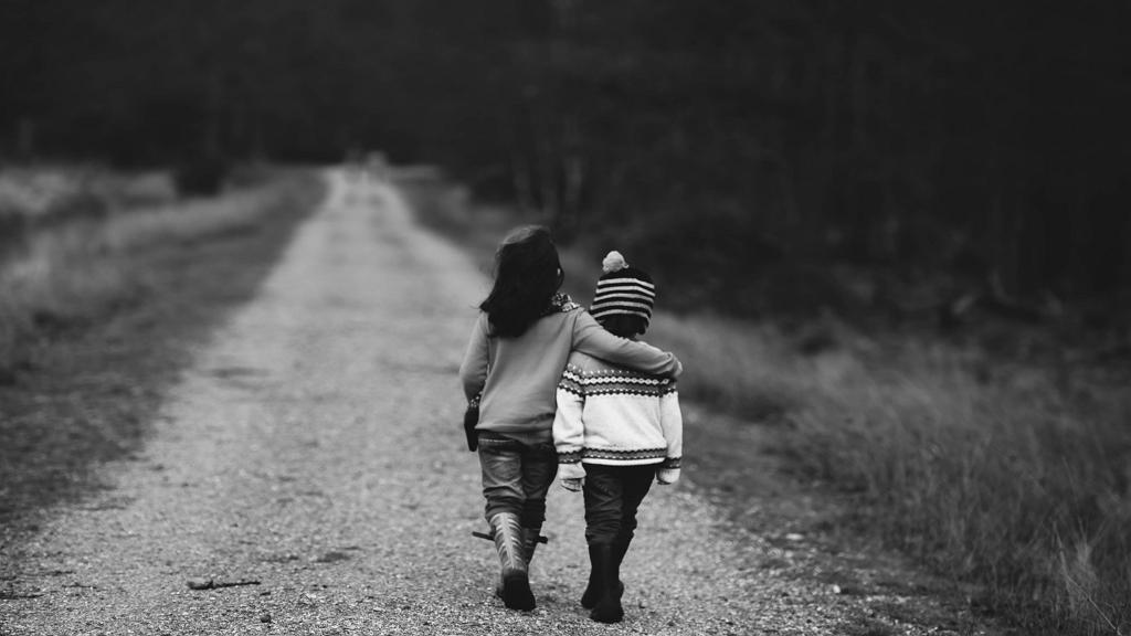 Vannak barátságok, melyek rossz körülmények között születnek, mégis elszakíthatatlanná válnak.