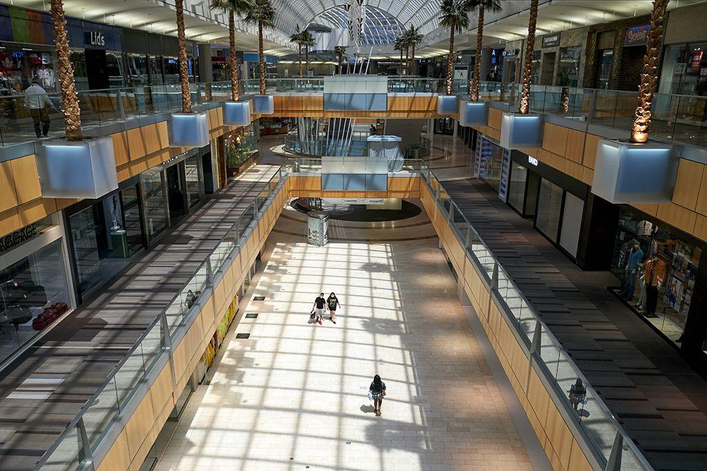 Világszerte drámainan lecsökkent a bevásárlóközpontok látogatóinak száma, kérdéses, hágy divatmárka tudja átvészelni majd a járványhelyzet okozta gazdasági válságot.