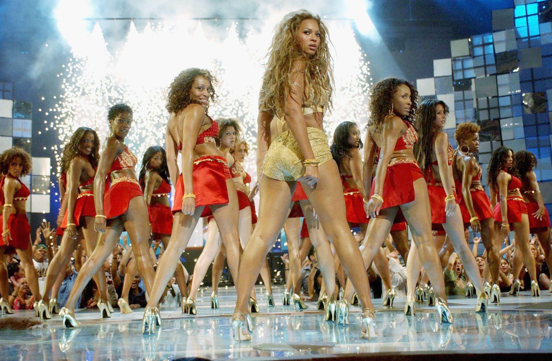 Beyonce Knowles 2003-ban az MTV Video Music Awards színpadán.