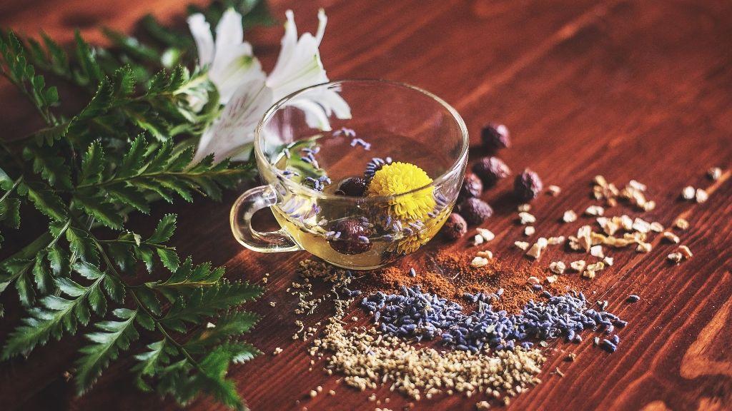 Segíts a kezed kiszáradt bőrének gyógynövényekkel