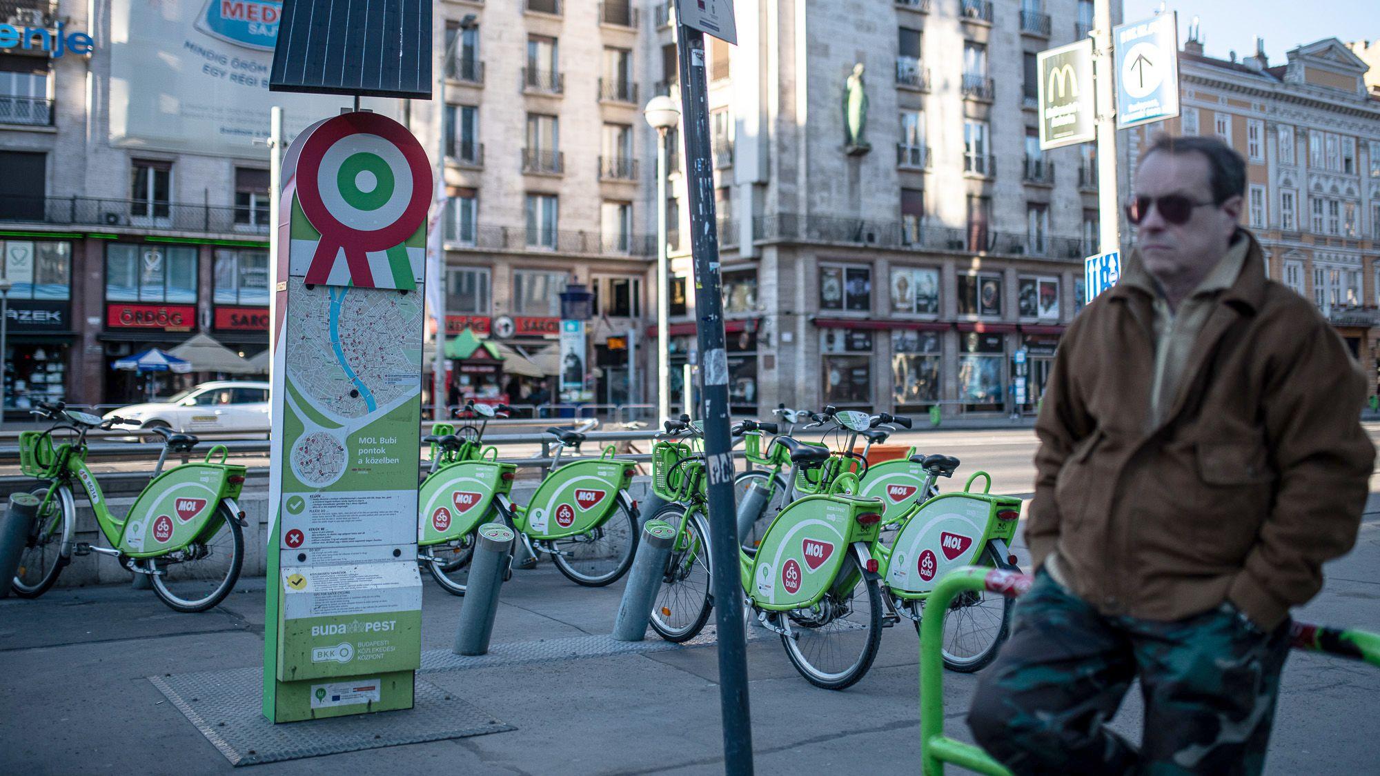 BuBi-biciklik az Astoriánál