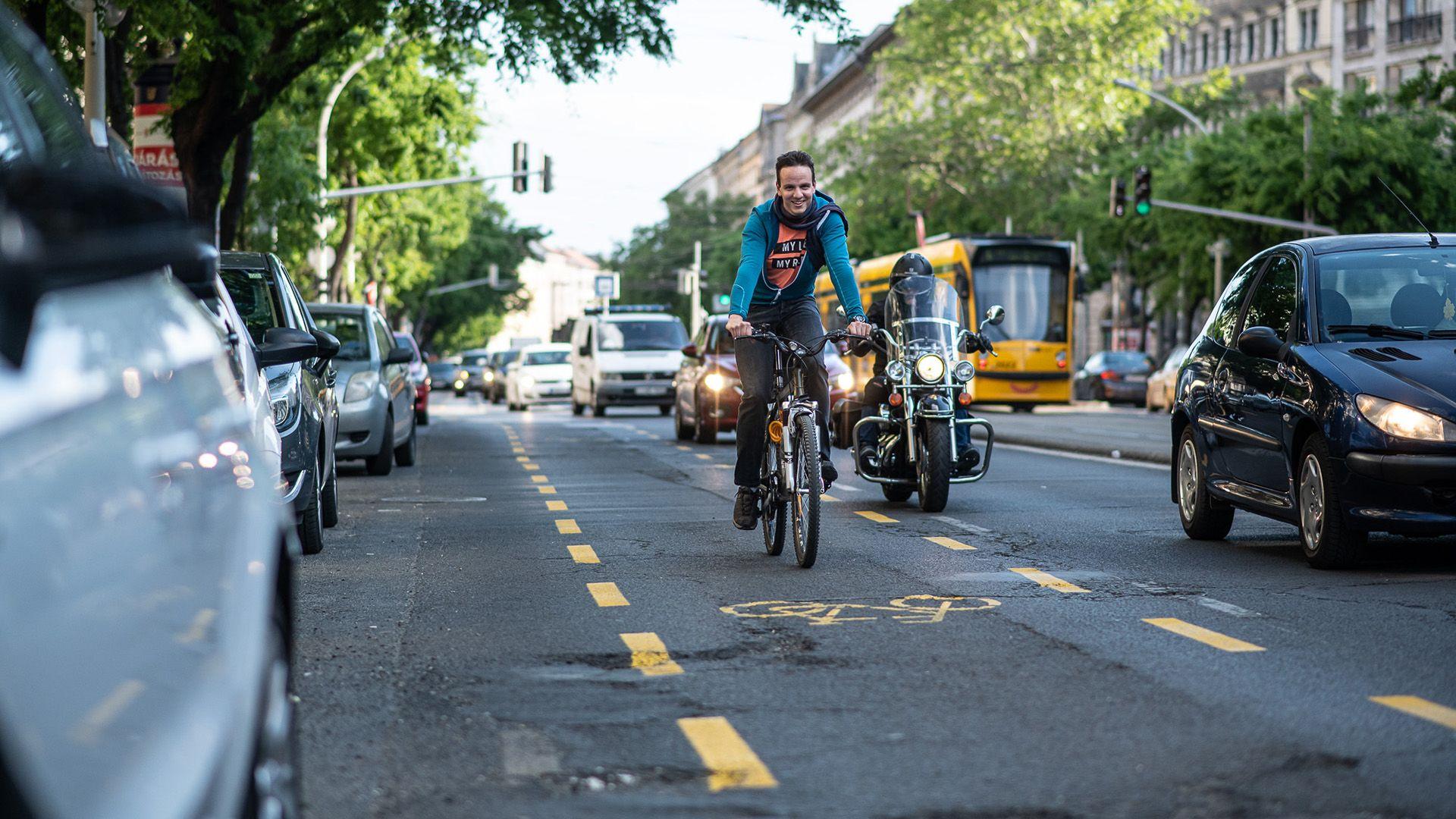 Új bicikliutakat hoztak létre Budapest belvárosában