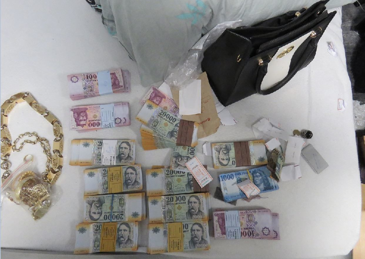 50 millió forintnyi készpénzt is találtak