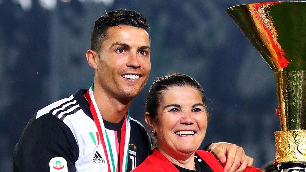 Ronaldo igen drága ajándékkal lepte meg nagybeteg édesanyját.