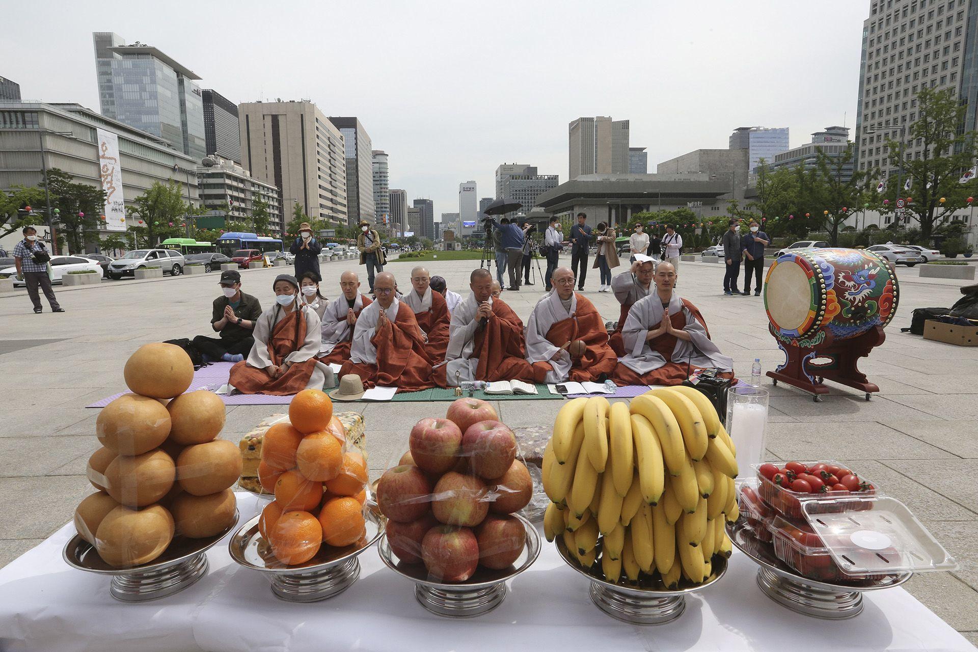 Buddhista szerzetesek Szöulban