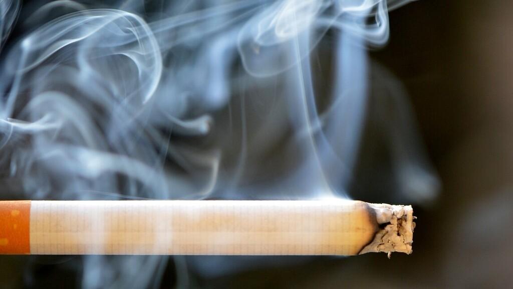 Kutatók szerint egy fehérje okolható azért, hogy a dohányosok érzékenyebbek a koronavírusra.