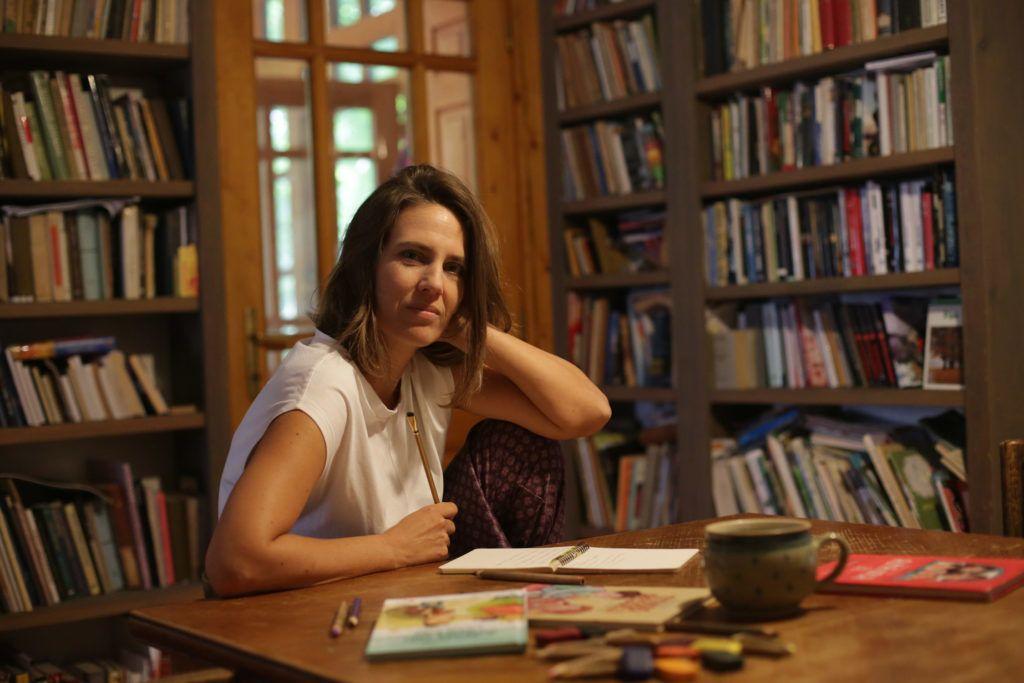 Vadadi Adrienn az otthonában szeret a legjobban írni (Fotó: Sándor Katalin)