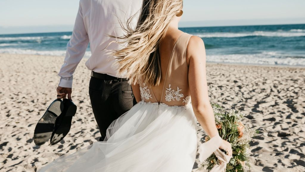 És vannak, akik mezítláb a vízparton mondanák ki a boldogító igent