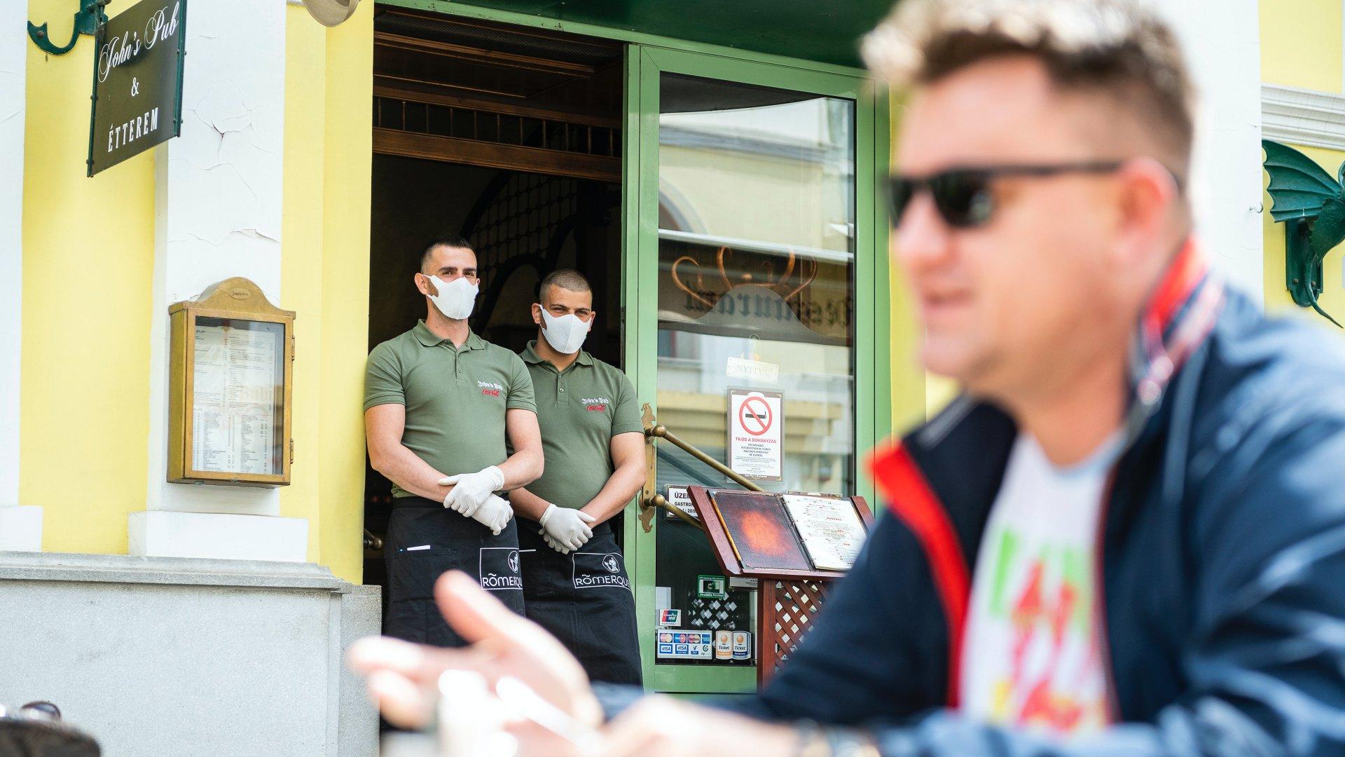 étterem maszk koronavírus enyhítés