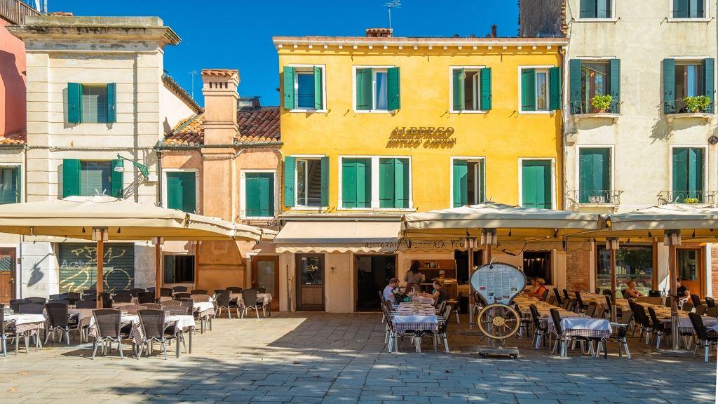 Olaszországban újranyitnak az éttermek a koronavírus után