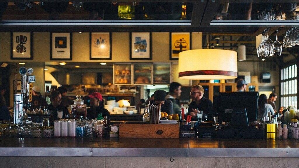 Egy férfi hatalmas borravalót hagyott a koronavírus után megnyitott étteremben