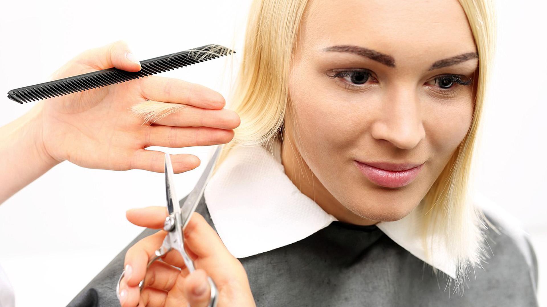 Illegálisan vágott hajat a brit fodrász karantén idején