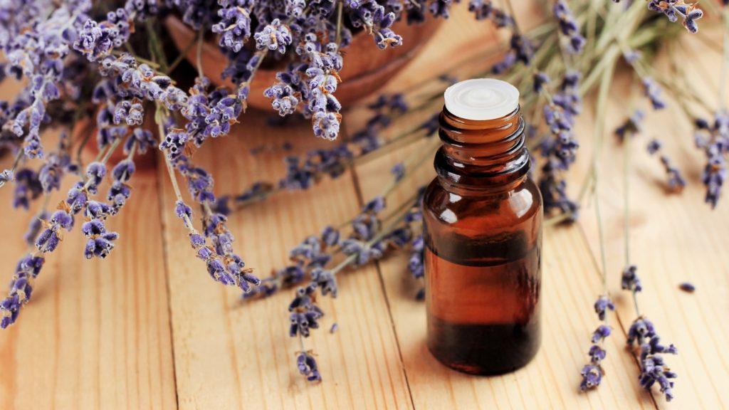 A levendula illóolaj az egyik legjobb alapanyag házi illatósítóhoz