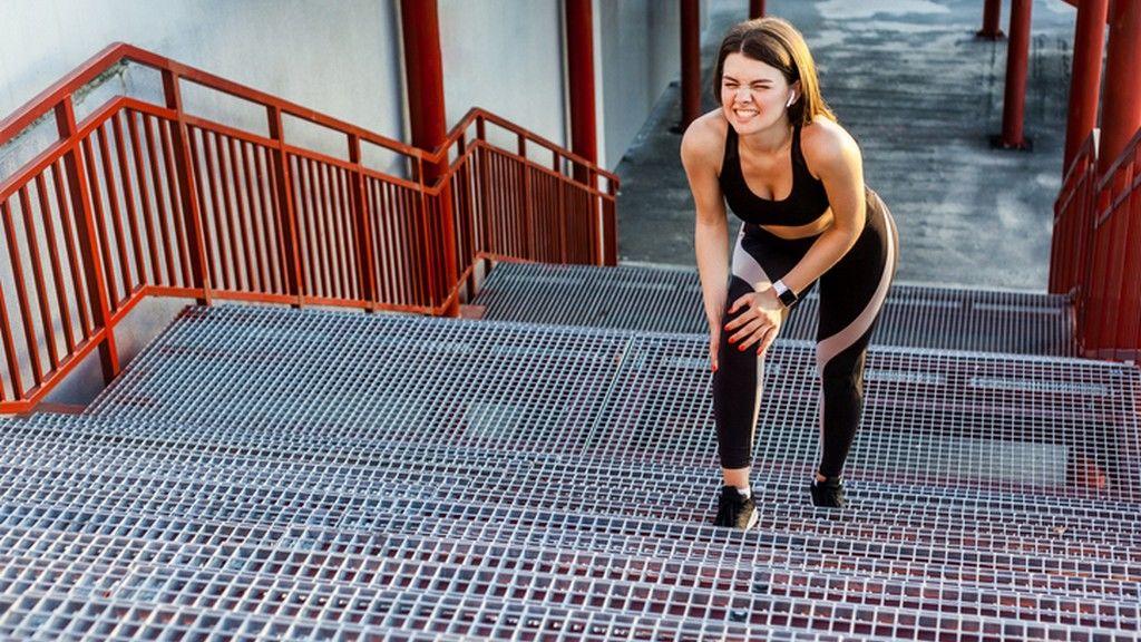 Fáj a lépcsőzés? Jelek, amik térdízületi porckopásra utalnak