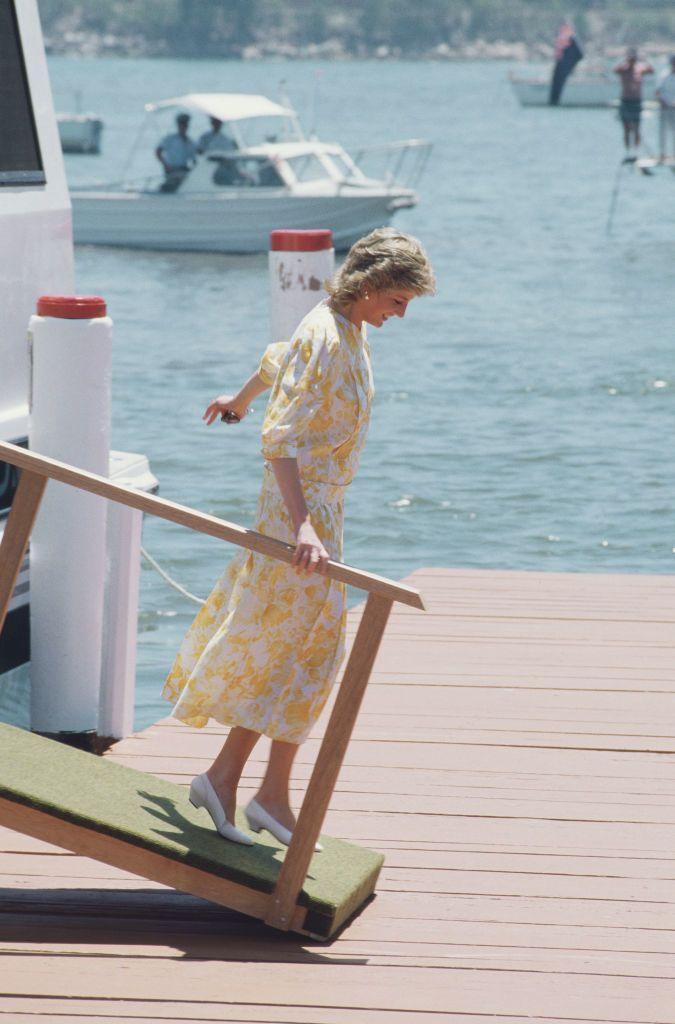 Diana hercegnő sárga nyári ruhában